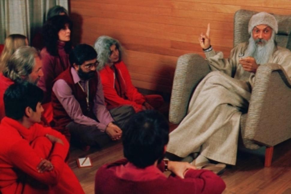 Bhagwan Rajneesh with red-clad followers.